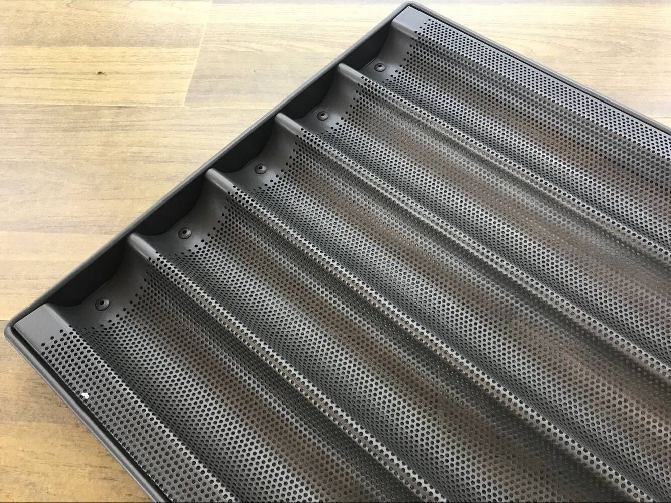 Electric baking pan